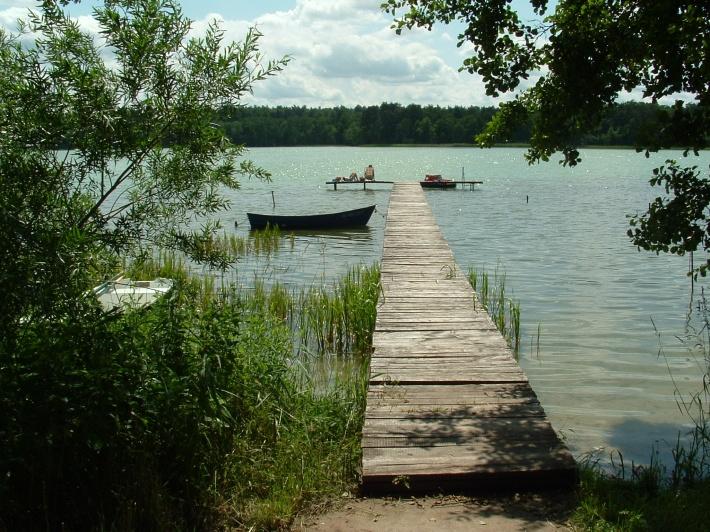 pomost nad jeziorem Mielno (wejście do wody)