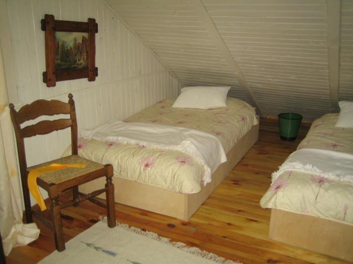 mniejsza sypialnia na górze