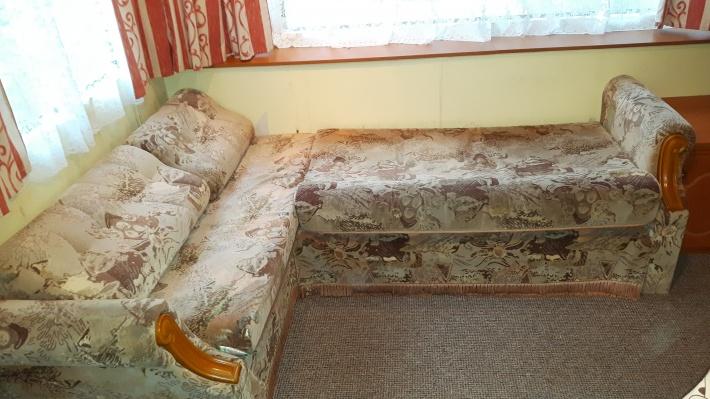 Dodatkowe spanie w salonie
