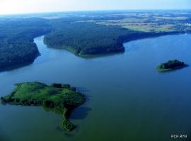 Wyspy naprzeciwko naszej posesji,opłyniesz je naszym rowerem wodnym