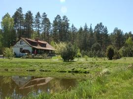 Widok domu od strony stawu