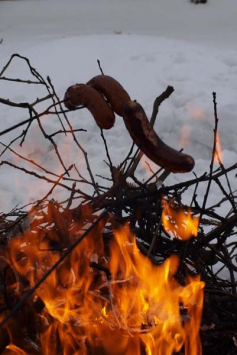 wieczorem możesz rozpalić ciepłe i piękne ognisko i upiec ulubione kiełbaski